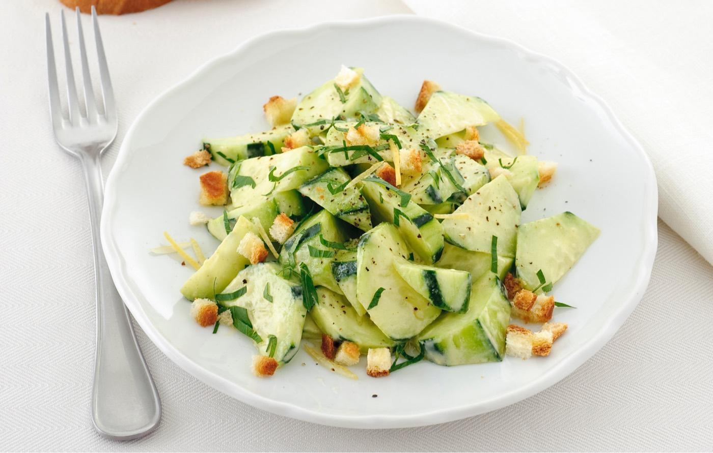 Ricetta veloce per realizzare insalata sfiziosa e particolare a base di finocchi, asparagi e zucchine alla senape