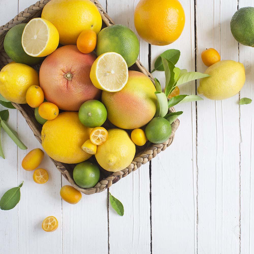 Composizioni Facili Di Frutta la frutta in tavola : macedonia con panna, con gelato, con