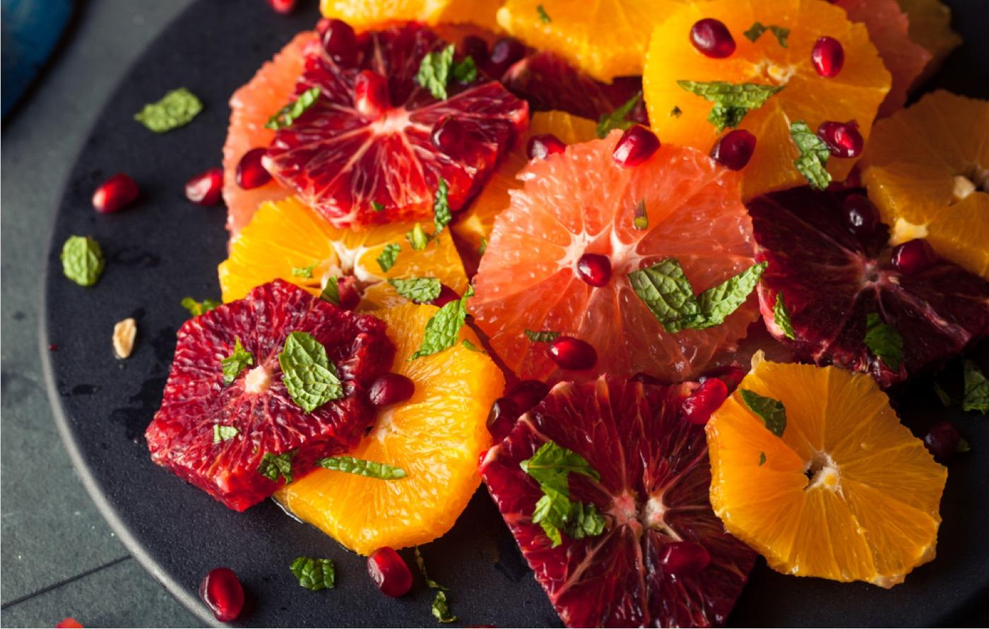 Insalata sfiziosa e particolare di agrumi alla cannella e melograno
