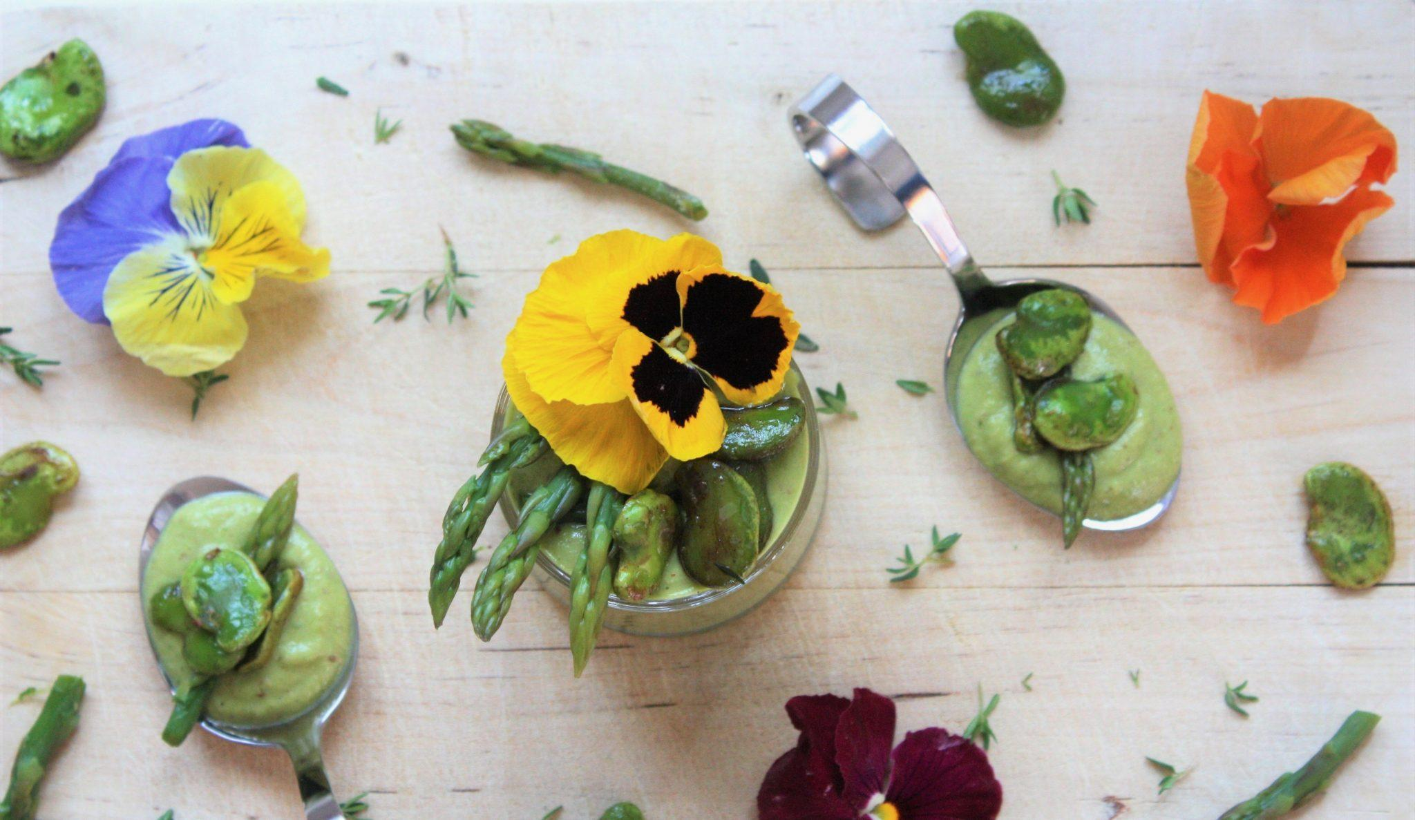 Ricetta Mini Gazpacho di Asparagi con Fave Croccanti