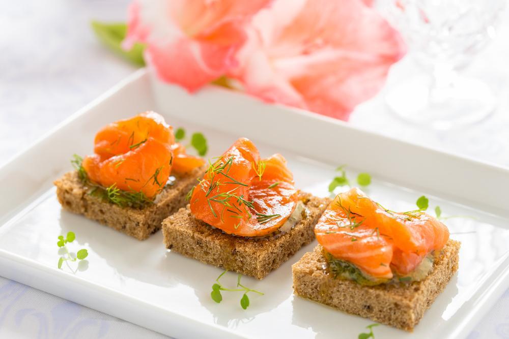 bocconcini di salmone con marmellata di bergamotto e erba cipollina