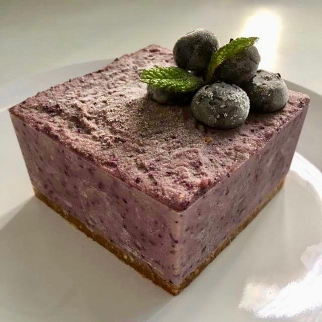 Ricetta Cheesecake Vegan Raw alla Frutta Fresca Impiattato