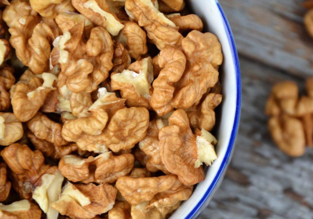 Cibi per abbassare il colesterolo. Le noci