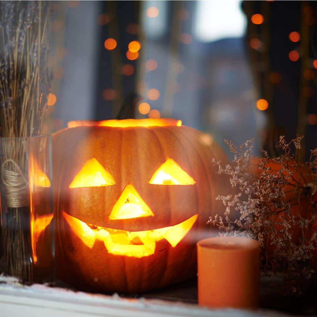 Come Fare La Zucca Di Halloween Video.Intagliare La Zucca Di Halloween 10 Video Tutorial Blog Di Fruttaweb