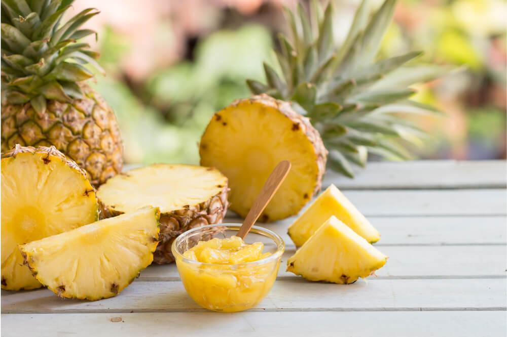 Come Servire L Ananas A Tavola.Ecco Tutti I Trucchi E Consigli Per Tagliare L Ananas E
