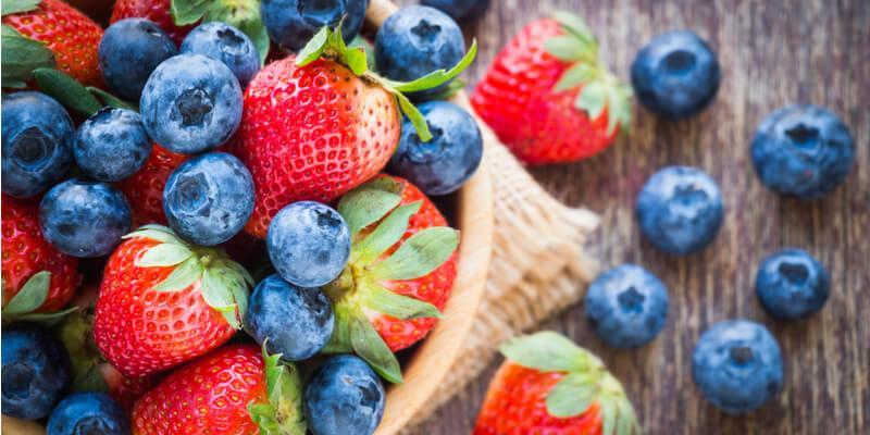 mirtilli e fragole frutti per diabetici