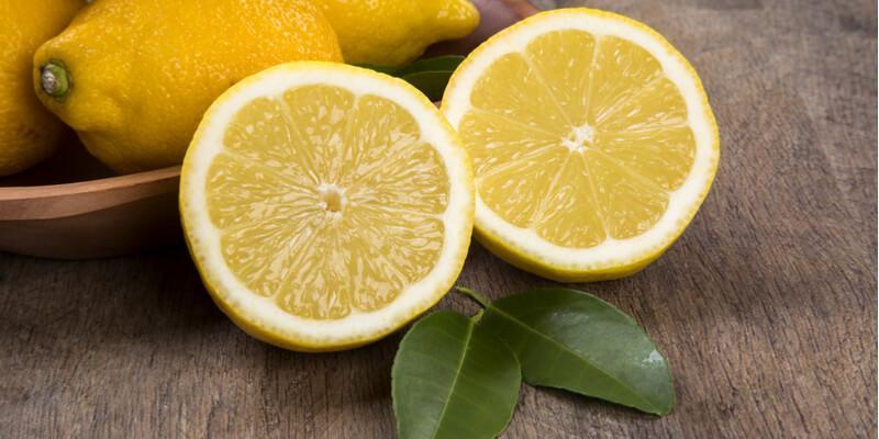 limone tagliato fresco