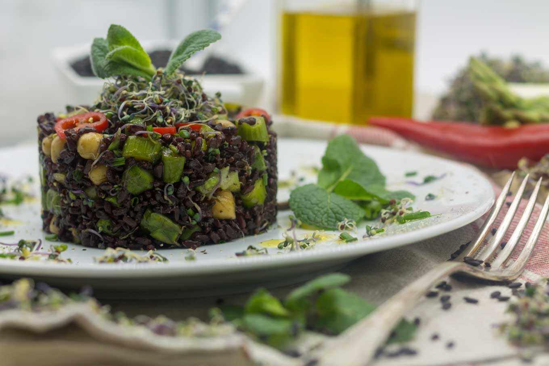 ricetta riso venere con germogli di cavolo rosso