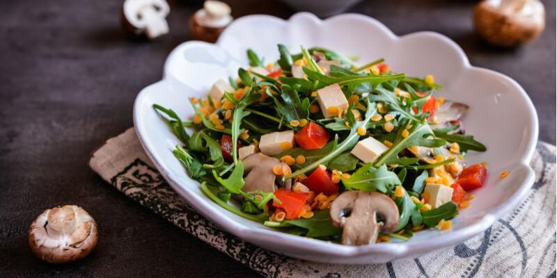 ricetta insalata funghi rucola e grana