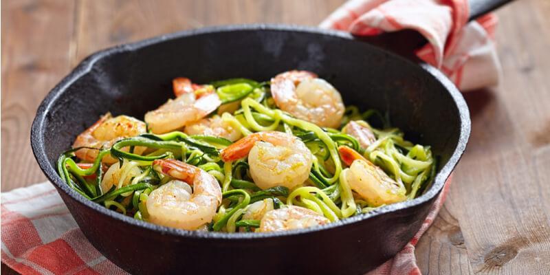 pasta con zucchine e gamberetti ricetta facile e veloce