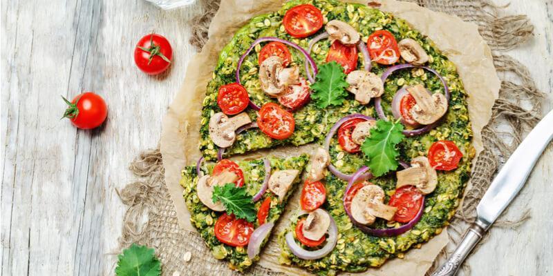 ricetta pizza vegana con funghi