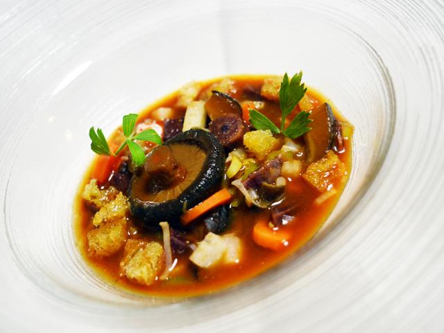 Zuppa di Brodo di Dashi di Carote e Funghi Shiitake