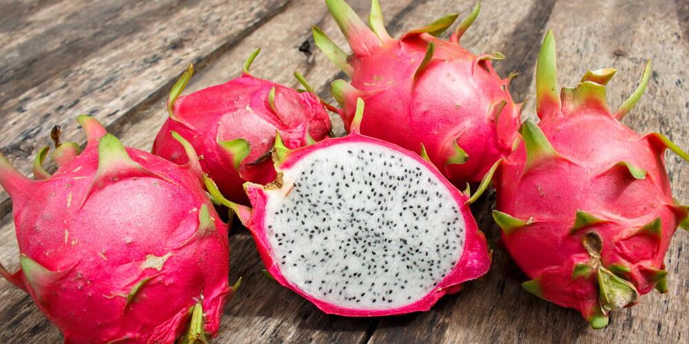 Pitaya rossa a polpa bianca frutto del drago