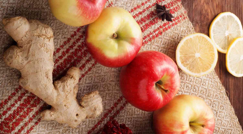 Proprietà e benefici delle mele biologiche, dello zenzero e del succo d'uva. Scoprilo su FruttaWeb.com